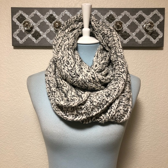 American Eagle Outfitters Accessories - American Eagle Chunky Wool Infinity Scarf